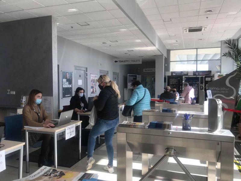 Na zdjęciu Punkt Szczepień Powszechnych w Arenie Lodowej podczas przyjmowania osób chętnych na szczepienia